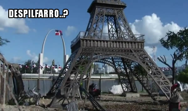 Video: Torre Eiffel frente a la Plaza la Bandera